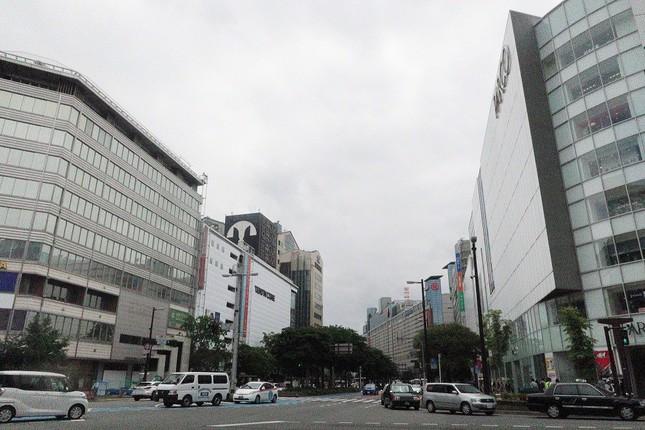 福岡市中心部の天神地区では、ビル30棟を建て替えて店舗やオフィスの面積を増やす「天神ビッグバン」構想が進んでいる