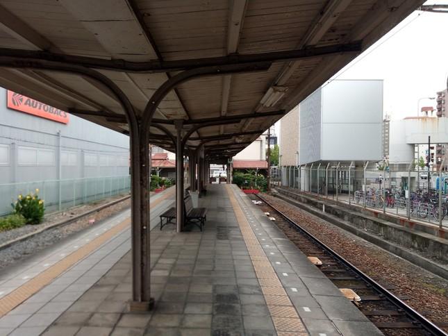 平日日中における南海汐見橋駅