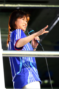 NHKアナウンサー時代の青山祐子さん(2006年撮影、写真:築田純/アフロスポーツ)