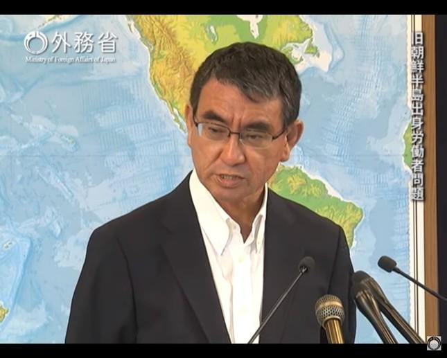 河野太郎外相は「日本企業に実害が及ぶようなことがあれば、必要な措置を講じなければならなくなると思っている」と話している(写真は外務省の動画から)