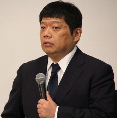 22日の記者会見に出席した藤原寛副社長