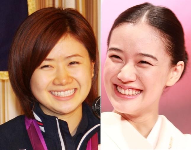 福原愛さん(左、2012年撮影)と蒼井優さん(右、2017年撮影)