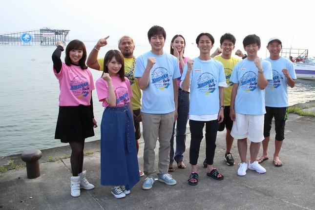 司会は矢部浩之さんと羽鳥慎一さん(前列右から2番目、3番目)が務める