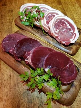 ジビエ料理に使うシカとイノシシの肉(写真提供:なんば赤狼)