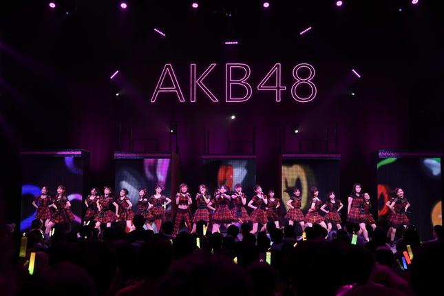 今回のコンサートツアーでは2000人規模の会場が選ばれている(写真は8月20日に川崎市で行われたチーム4の公演)(c)AKS