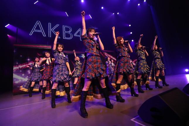 チームA公演。前総監督の横山由依さんが所属している。(c)AKS