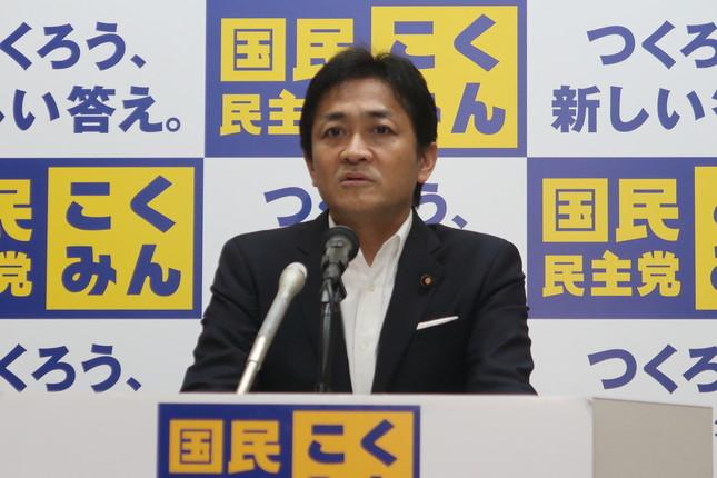 定例会見に臨む国民民主党の玉木雄一郎代表。「メディアの皆さんにも頑張っていただきたい」と記者団に奮起を促す場面もあった