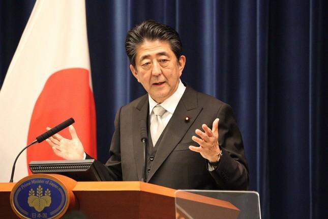 内閣改造後の記者会見に臨む安倍晋三首相