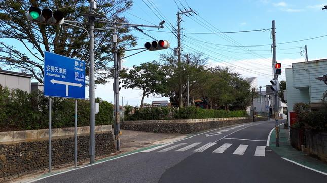 安房天津駅近くの信号は、すべて復旧していた