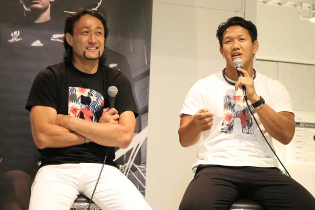 ラグビーの「キャップ」についてトークする大野選手(左)、菊谷さん