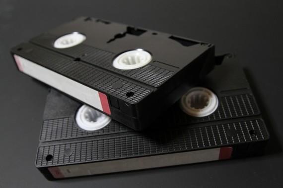 図書館で「VHS」の視聴・貸出終了が続いている(写真はイメージ)