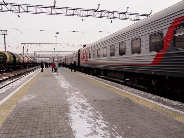 ロシア国鉄の車両。ヤクート鉄道は異なる塗装をしている。