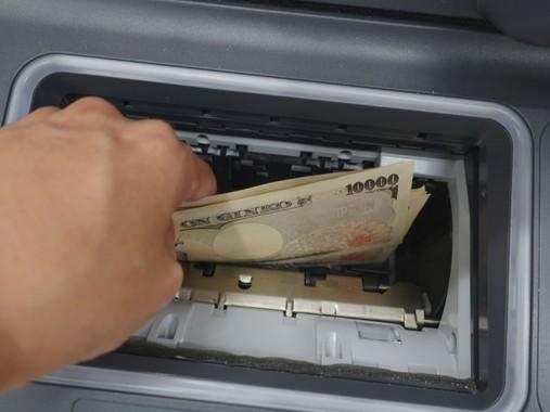 もはや現金を下ろすだけではない(画像はイメージ)