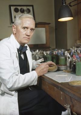 ペニシリンの発見者であるフレミング博士