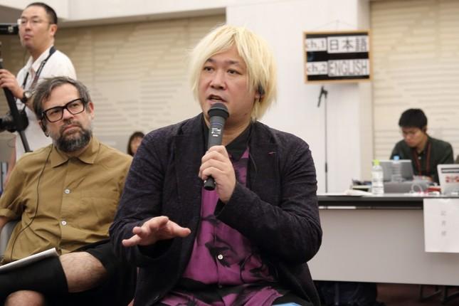 「あいちトリエンナーレ2019」国際フォーラムで発言する芸術監督の津田大介氏