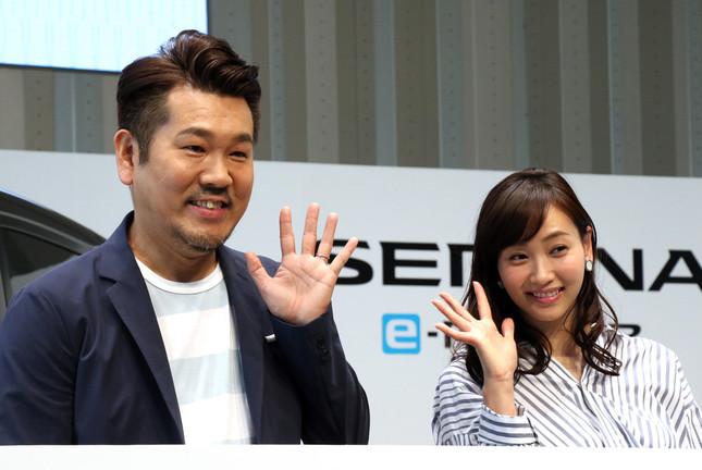 藤本美貴さん。隣は藤本敏史さん(写真:つのだよしお/アフロ)