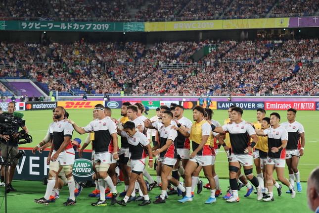 もはやおなじみとなった、日本代表の「試合前練習」後の隊列。写真中央のあごひげを生やしているのが田村優選手