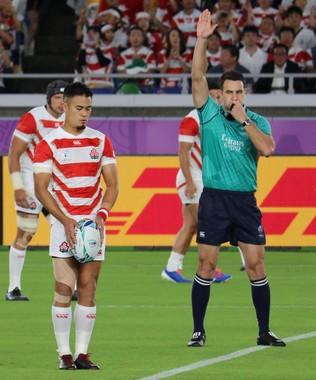 スコットランド戦で、キックを蹴る田村優選手(2019年10月13日、横浜国際総合競技場)