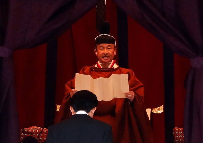即位礼正殿の儀でおことばを述べられた天皇陛下(写真:代表撮影/ロイター/アフロ)
