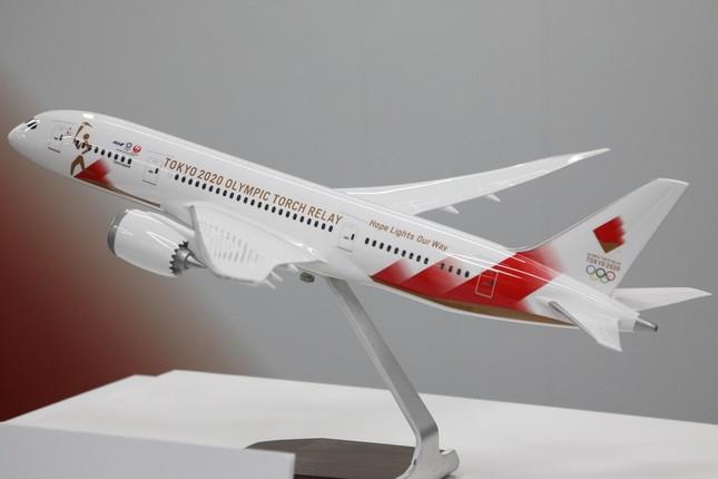 報道陣に公開された特別機の模型。ボーイング787-8型機が使用される