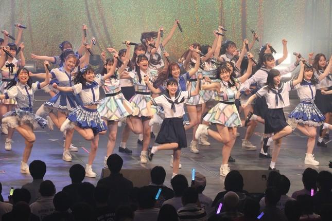 コンサートにはメンバー54人が参加した