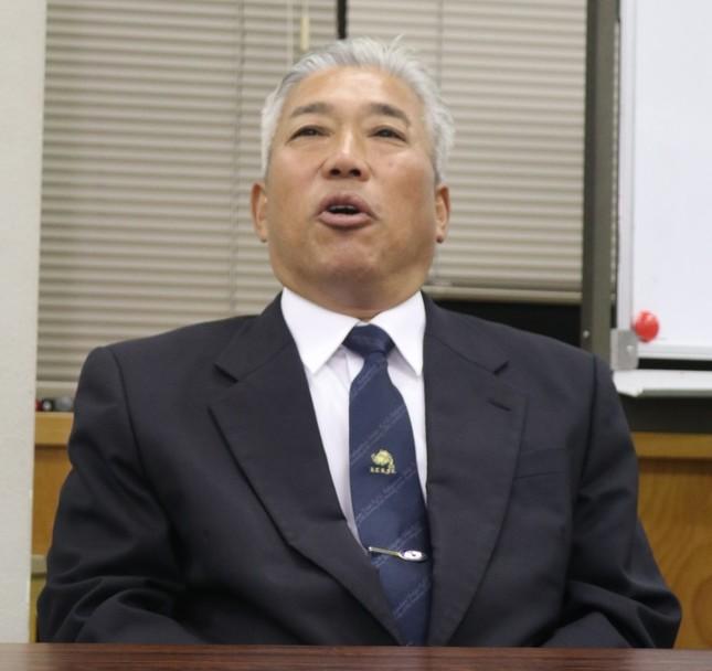 田村選手にラグビーを教えた吉岡監督も満足げな表情だった