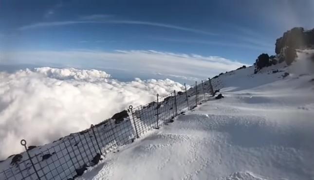 雪がクッションになったケースもあったが…(男性のニコ生動画から)