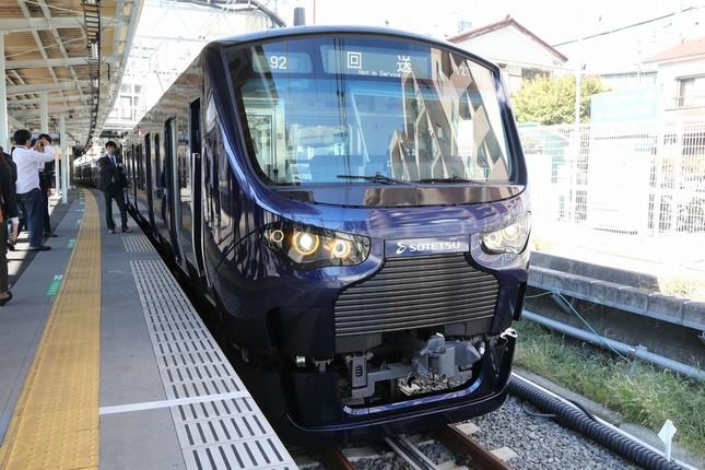 JRとの乗り入れを想定して19年4月にお目見えした相鉄の12000系が使用される。JR東日本のE233系とほぼ同じ仕様だ。