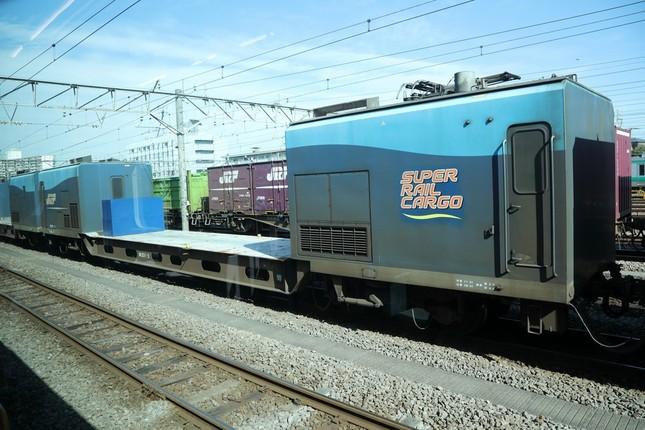 「スーパーレールカーゴ」(SUPER RAIL CARGO)の愛称で知られるM250系電車も確認できた