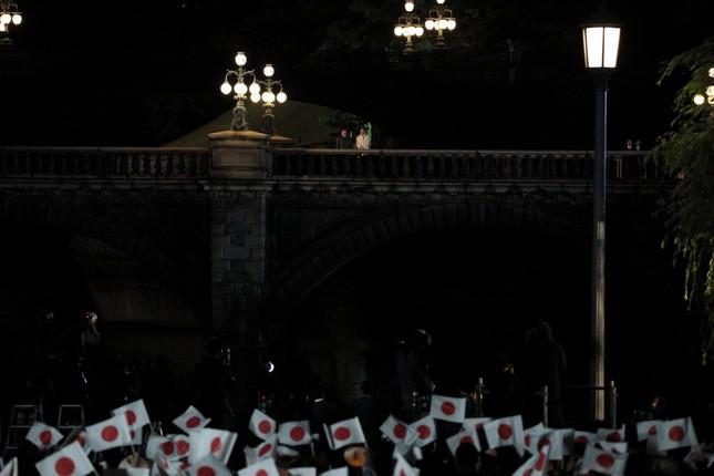 3万人の参加者が日の丸を振って即位を祝った