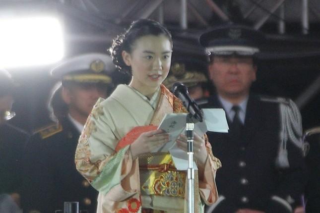 祝辞を述べる女優の芦田愛菜さん