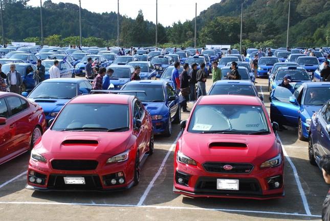 全国から集まった1000台のスバルWRX。オーナー同士も交流し合った