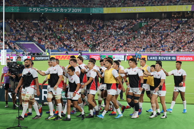 年間大賞には「ラグビーW杯2019日本大会」で日本中を熱狂の渦に巻き込んだ日本代表チームの「ONE TEAM」が選ばれた