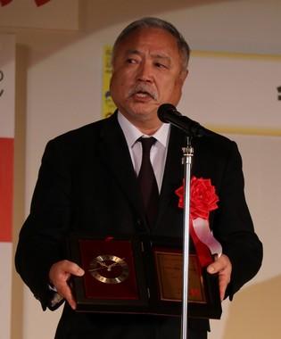 年間流行語大賞を受賞し、喜びを語るJRFUの森重隆会長