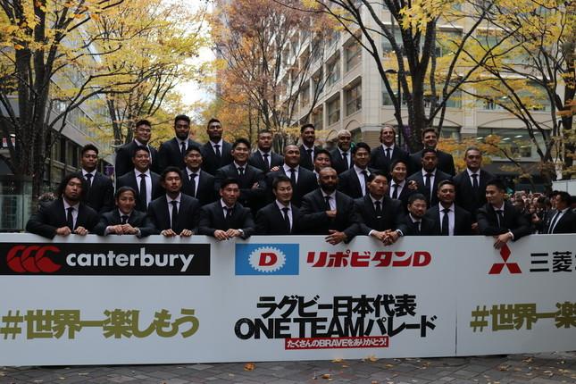 東京・丸の内でパレードを行った「桜の戦士」ラグビー日本代表の選手たち