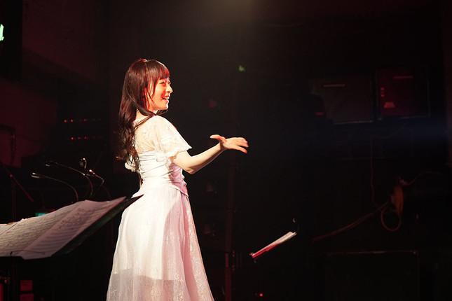 プロジェクトに多くのファンがCFで出資し、初のソロライブを2日間開催した平山笑美さん