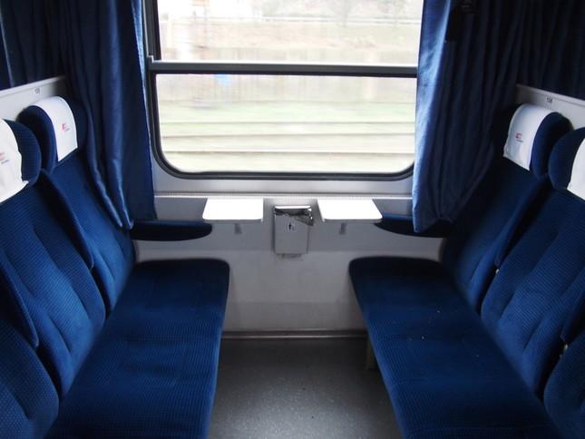 ポーランド鉄道の急行列車「TLK」の車内