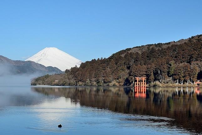 富士山のふもと、箱根駅伝復路のスタートは雄大な芦ノ湖からスタートした