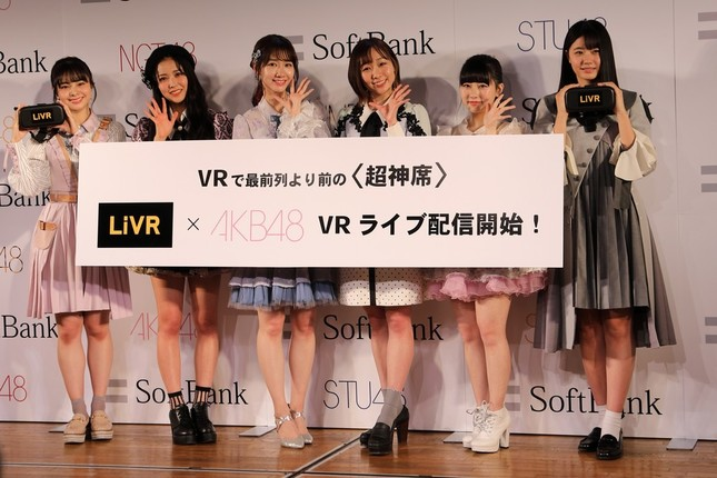 有料配信は2月3日から始まる。発表会には写真左からNGT48の本間日陽さん、NMB48の白間美瑠さん、AKB48の柏木由紀さん、SKE48の須田亜香里さん、HKT48の田中美久さん、STU48の瀧野由美子さんが出席した