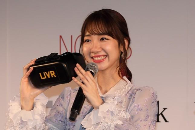 ゴーグルを手に笑顔を見せるAKB48の柏木由紀さん