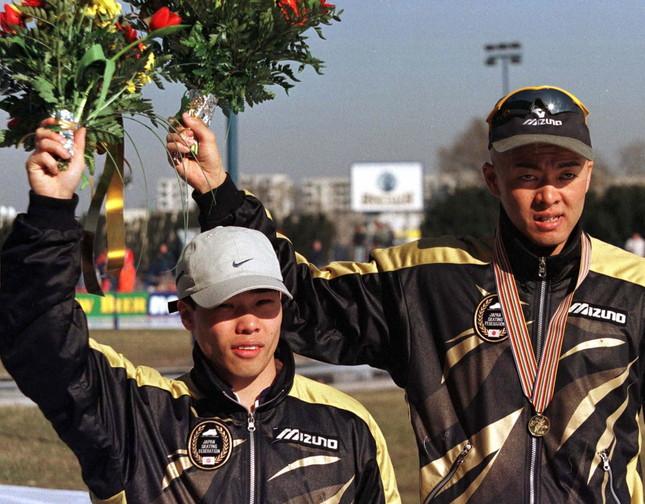 1997年の世界選手権。堀井氏が1位、清水氏は2位だった。翌98年の長野五輪では、2人の明暗が分かれることに(写真:ロイター/アフロ)