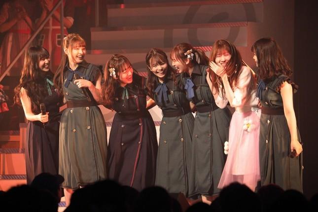 HKT48の2期生による「僕らのStand By Me」(7位)。写真右から2番目はSKE48に移籍した谷真理佳さん。元々はHKT48の2期生で、14年に移籍した