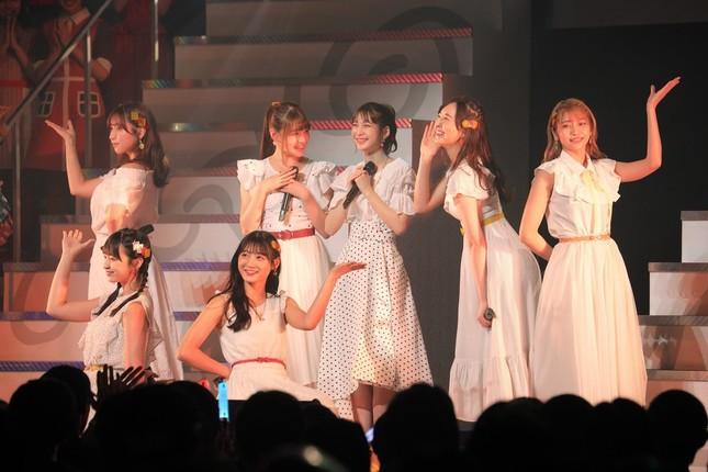 HKT48の高身長メンバーのユニット「Chou」(シュー)による「パッションフルーツの秘密」(9位)