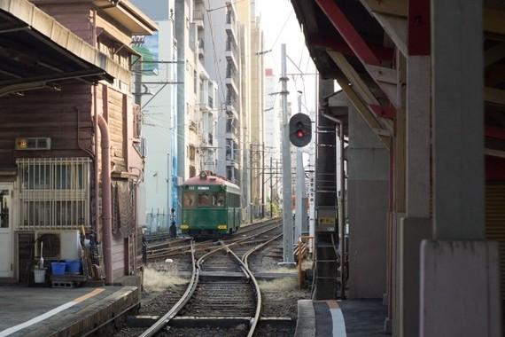 阪堺電車恵美須町駅から発車する電車。この駅は31日限りで見納めとなる