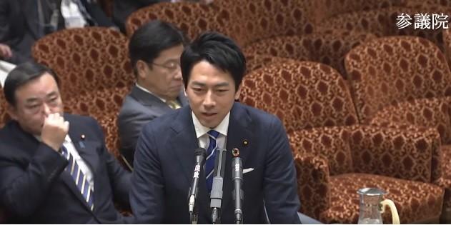 小泉環境相が国会で「化石賞」について答弁した(画像は参議院インターネット審議中継の動画より)