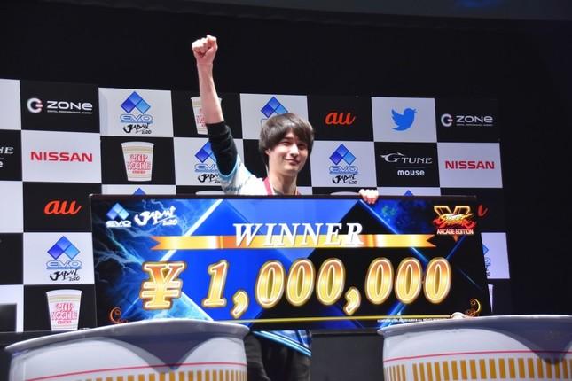 さくらを使い「EVO JAPAN 2020」で優勝したナウマン選手