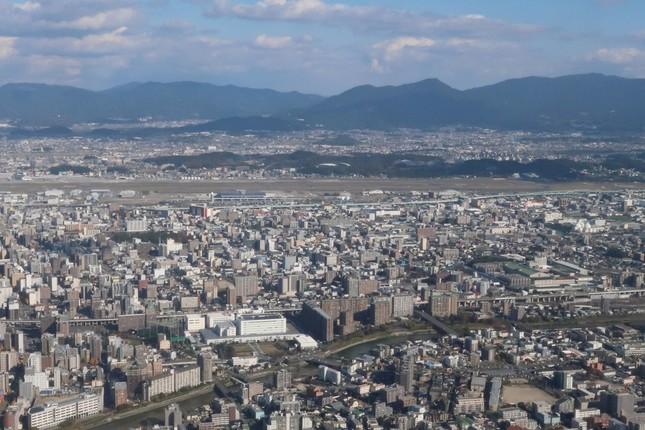 福岡空港では2025年3月に滑走路が増設予定だ