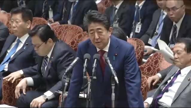 2月12日の衆院予算委で、やじ発言に関して答える安倍晋三首相(画像は衆院インターネット審議中継サイトより)