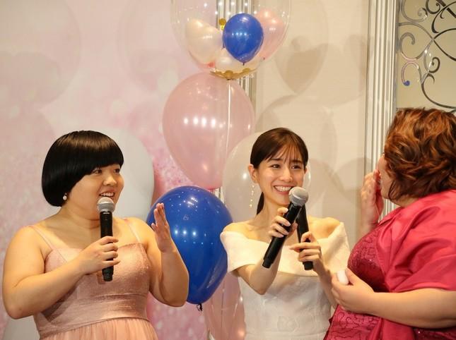 イベントに登場したオカリナさん(左)、田中みな実さん(中央)、ゆいPさん(右)