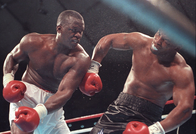 1990年2月11日、ジェームス・ダグラスがマイク・タイソンを破った「世紀の番狂わせ」(写真:ロイター/アフロ)